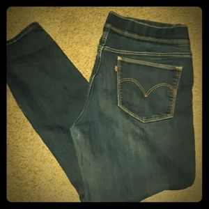 Levis Mid Rise WORN ONCE